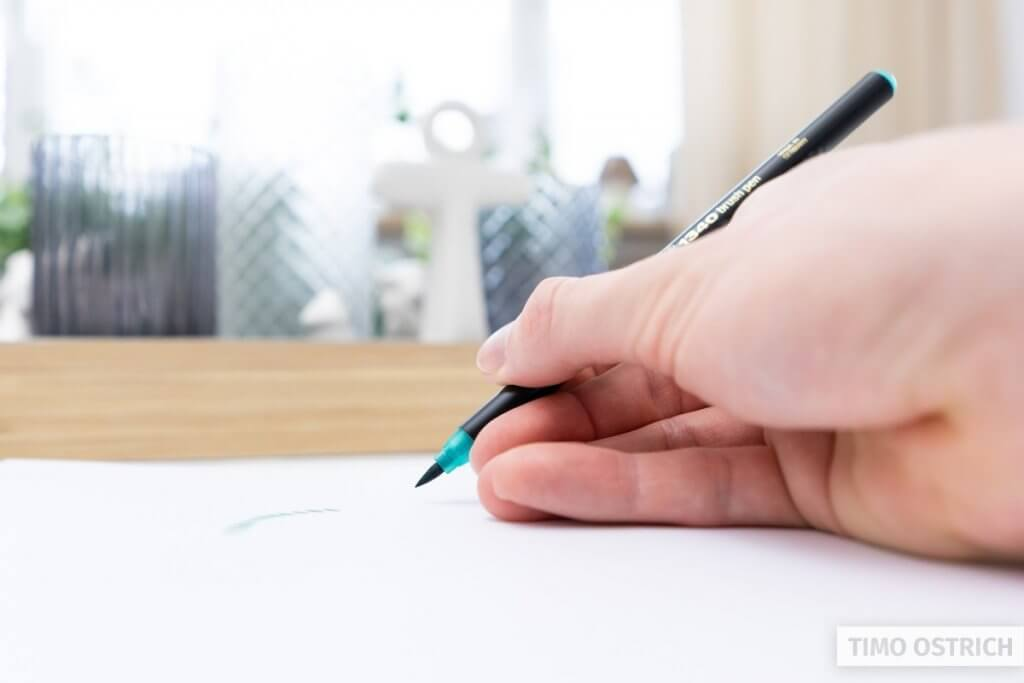 How to hold a brush pen